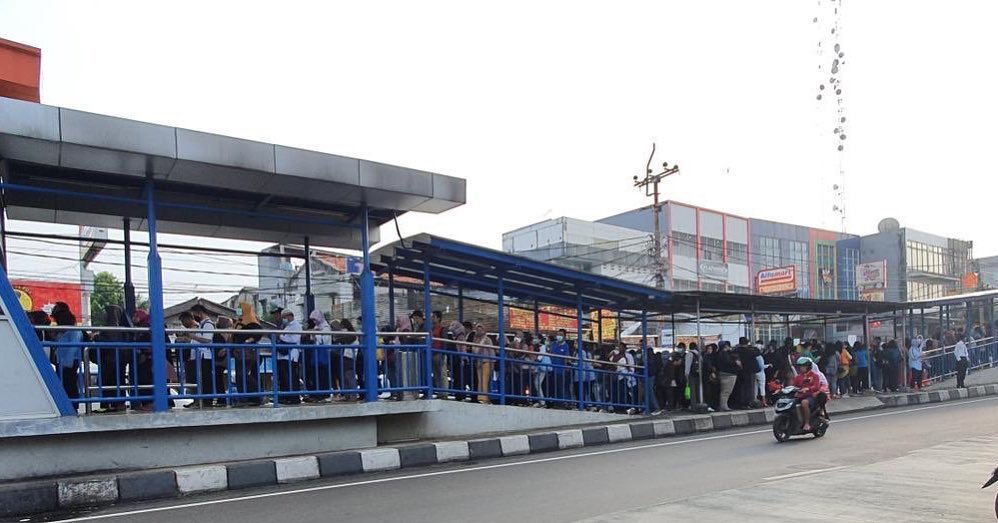 Image result for antrian lrt mrt busway